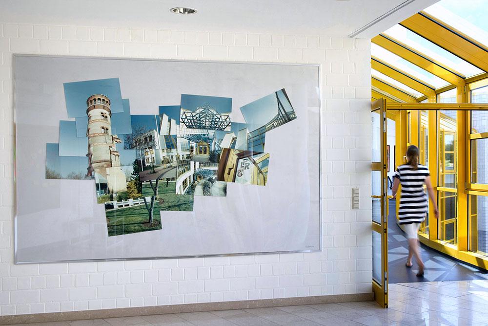 Abbildung des Gebäudeareals der ehemaligen LPR, heute Landeszentrale für Medien und Kommunikation Rheinland-Pfalz. Der Auftraggeber dachte ursprünglich an eine Luftbildaufnahme, ich konnte ihn schnell mit meiner Sequenz aus Einzelbildern unterschiedlicher Blickrichtungen überzeugen.